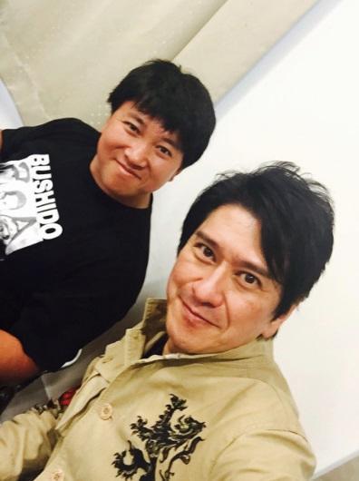 川崎麻世 「ワイルドじゃない」スギちゃんとの2ショット公開