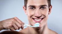 歯を磨いても口が臭いのは病気が原因?