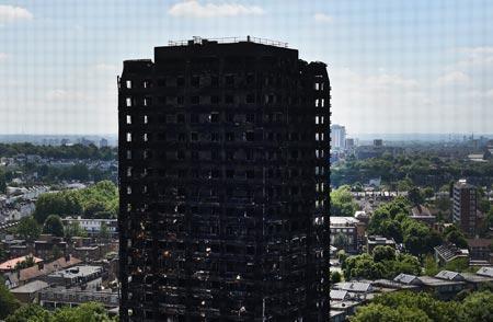 英アパート火災、犠牲者58人か