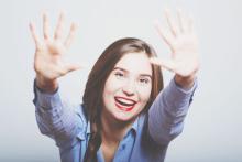 指の開き具合でわかる、その人の性質 全体的に大きく開く人は天真爛漫で意欲的!