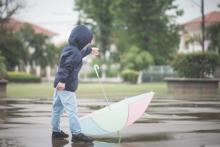 80%がヒヤリ経験!梅雨時の危険から子どもを守れ【3歳児神話#15】
