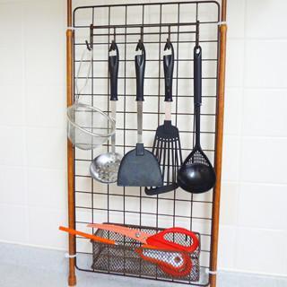 コジマジック直伝! 100均で作るシンプルキッチン (3) つっぱり棒で作るおしゃれな壁面収納