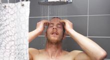 頭を洗う時に抜け毛がどっさり…原因と対策は?