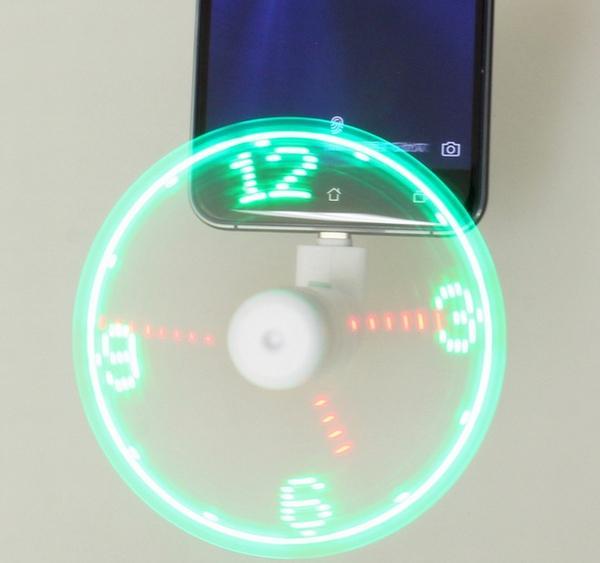 上海問屋、回転するとLED時計にもなる「スマホ用扇風機」発売