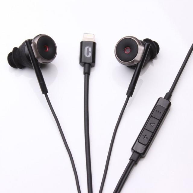 立体音響を聴けて録音もできるiPhone専用バイノーラル録音用マイク搭載VRイヤホン