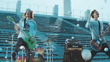 WANIMA、1,800個の白球が降り注ぐ青春応援ソング「これだけは」MV完成