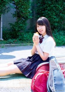 欅坂46・米谷奈々未、食べ尽しグラビアでキュートな素顔を披露