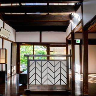 日本家屋に透明な床!? 1棟貸し切り型の「木屋旅館」がおもしろい