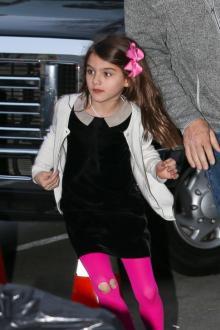 トム・クルーズの娘、11歳とは思えない幼稚なファッションでNYの街を闊歩!?