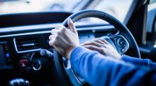 運転中のイライラを抑える方法とは? そもそもなぜ車に乗るとイライラしやすくなるのか