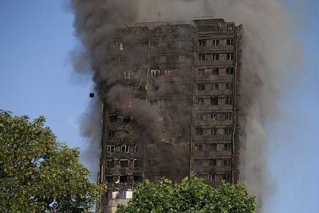 「防火上の不備」住民ら懸念=死者12人、さらに増加も-英アパート火災