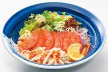 完熟トマトで食べる夏らしい一杯!野菜たっぷりの「とまとサラダうどん」