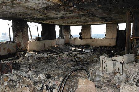 アパート火災死者、推定79人に=ロンドン