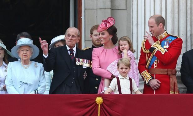 ジョージ王子、今年はバルコニーで不満顔連発!?