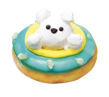 クリスピー・クリームに海に浮かぶキュートでフワフワなシロクマが登場!