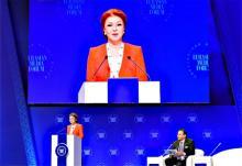 メディア会議、大統領長女が発言