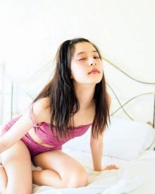 新木優子、1st写真集の表紙&メイキング動画を公開