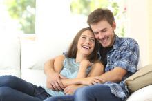 結婚する相手に譲れない条件、3位「ルックス」、2位「笑いのツボ」…1位はあぁ現実的…!