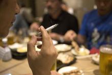 「店やめるしか」「投票でリベンジ」=都議選、受動喫煙対策も争点に