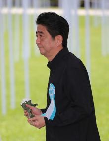 戦後72年、沖縄慰霊の日=平和の誓い新たに-知事、辺野古阻止「不退転」