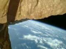 「傘」開き大気圏突入=小型衛星の実験成功-東大など