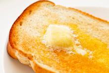 簡単美味しい♡「トーストにのせるといちばん美味しいもの」ランキング、2位はバター。1位は?