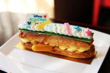 カラフルな短冊がキュート!ディズニーホテルで楽しむ七夕ケーキ