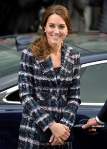 キャサリン妃、安定感あるファッションの秘訣は色違いでまとめ買い