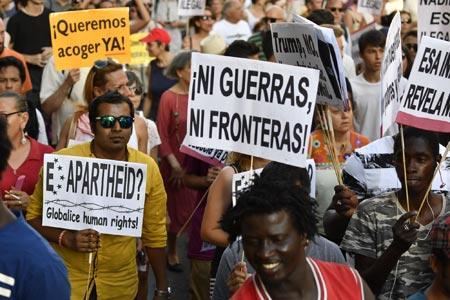 難民受け入れ求めデモ=スペイン