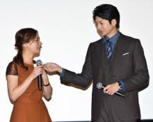 尾野真千子、観客の盛大な拍手と向井理のサプライズ演出に2度号泣!