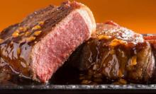 1ポンドの極厚肉にかぶりつけ!ステーキガストで「厚切りサーロインステーキ」フェアやってるぞ