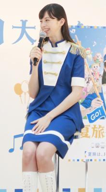 中条あやみ「水分補給と夏旅!」色鮮やかなマーチング衣装で登場