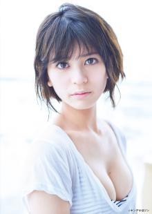 今にも脱ぎそうなCMで話題の美女・吉崎綾にドキッ 美谷間あらわなオトナの透明感