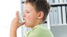 長引く咳に要注意、子どもの喘息で気をつけること