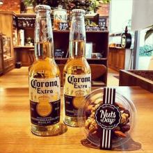 今週のプレミアムフライデーはNuts Day×コロナビールのイベントでオトナのひと時を