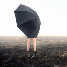心までジメジメだ…男性を萎えさせる梅雨のネガティブ発言9パターン