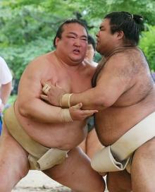稀勢、弟弟子と始動=高安は「心臓で汗かく」-大相撲