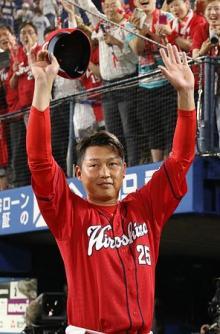 広島・新井が逆転二塁打=プロ野球・DeNA-広島