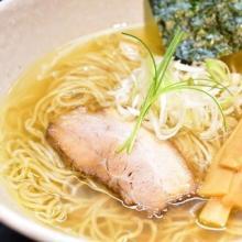 飯田橋のラーメン屋「きみの」は、透き通るスープと優しく懐かしい味が魅力