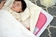 梅雨・夏は布団に潜む「ダニ」が300倍に!大切な赤ちゃんをダニから守るには?