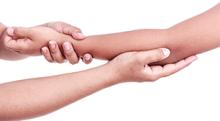 急に手を引っ張ったら肘が抜ける。肘内障について