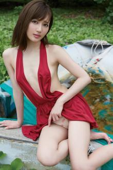 太田希望改め新藤まなみ、美ボディを大胆披露 SEXYショット続々