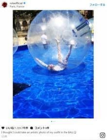 ローラ、巨大透明ボールの中で撮影失敗も「おてんばローラ大好き」「キュート」と反響