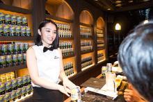 グラドルがママに! 新宿・歌舞伎町にオープンした『週プレBAR』の楽しみ方
