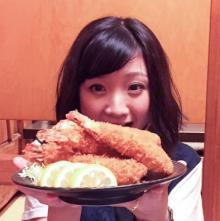 ももクロ有安 名古屋飯、海老フライの「小顔効果」に大はしゃぎ