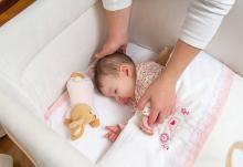 ベッドガードは赤ちゃんに必要? 購入 or 手作り、どっちがおすすめ?