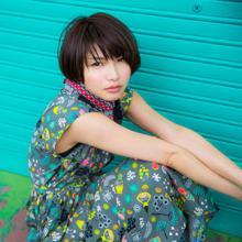 植田真梨恵、手作りセットで撮影されたシングル「REVOLVER」アートワーク公開