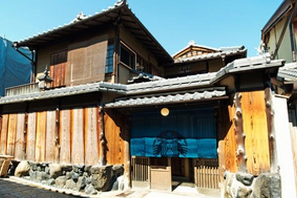 o06000400star2 170629150929 面白い試み→スタバのれんをくぐり畳の座敷で珈琲を楽しむ、世界初の伝統日本家屋を使ったスターバックスオープン