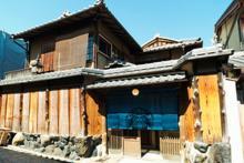 スタバのれんをくぐり畳の座敷で珈琲を楽しむ、世界初の伝統日本家屋を使ったスターバックスオープン