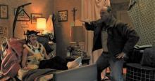 アーロン・エッカートのアドリブダンスにマイルズ・テラー爆笑!「ビニー」本編映像